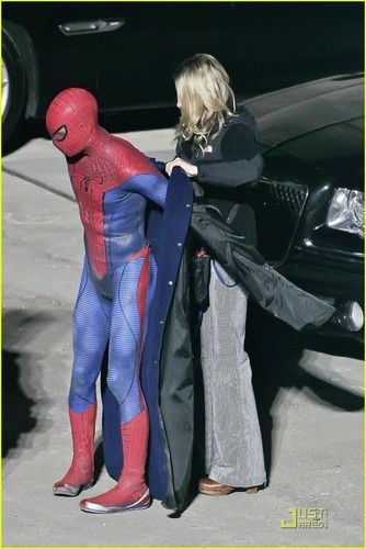 Andrew Garfield Hintergrund with a hip boot titled Andrew Garfield: 'Spider-Man' Stunt Man!
