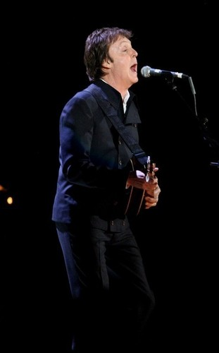 Paul McCartney wallpaper containing a concert and a business suit titled Brit Awards 2008 - Show