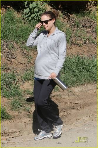 Hiking with friends at Beachwood Canyon, Los Angeles (February 4th 2011)