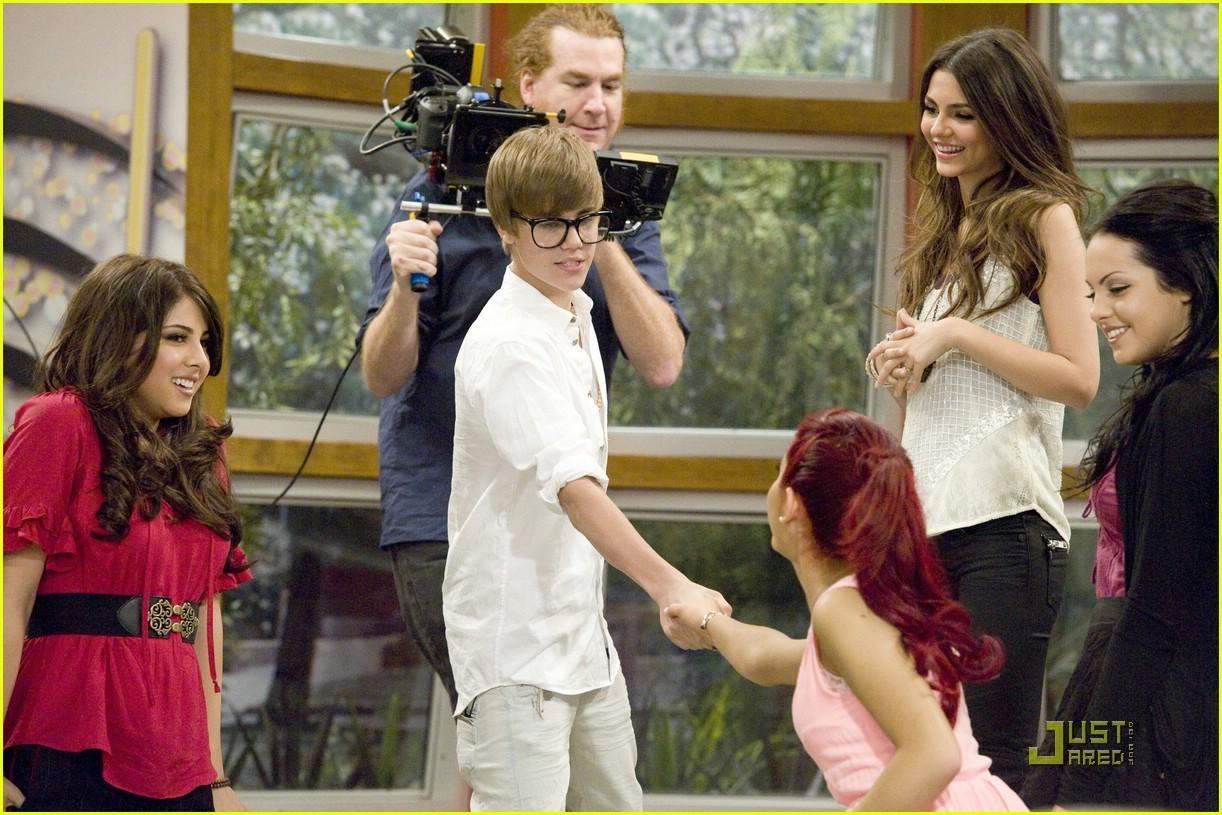 Ariana Grande Kissing Justin Bieber