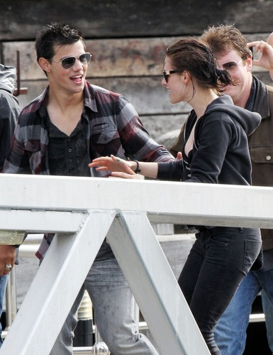 Kristen & Taylor In Sydney