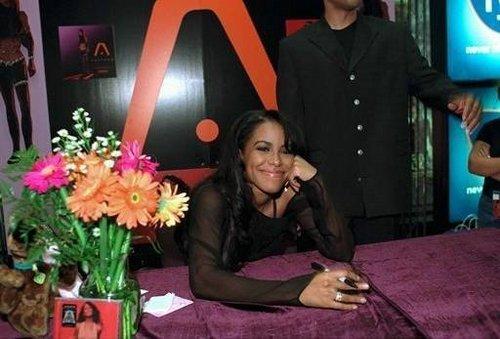 'AALIYAH' album signing at FYE música