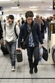 Joe e Nick chegando em Dallas, TX 2011 - the-jonas-brothers photo