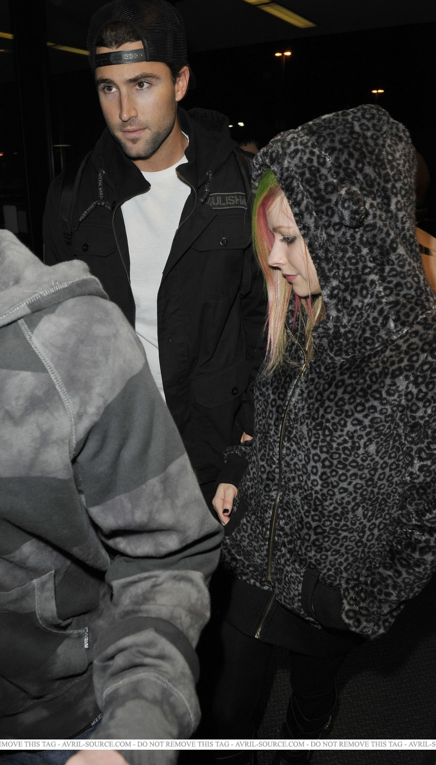 Los Angeles airport 6/2/2011 - avril-lavigne photo