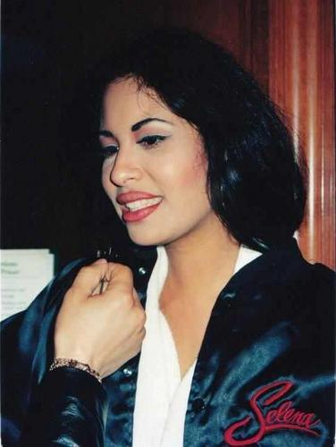 Selena Quintanilla-Pérez 壁紙 with a portrait entitled ♥Selena♥