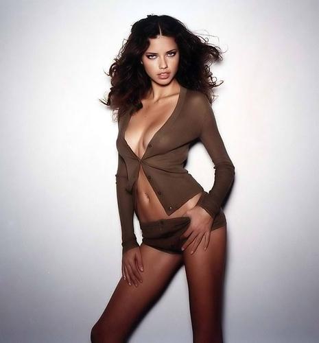 Adriana Lima karatasi la kupamba ukuta called Adriana - Cosmopolitan France 2002