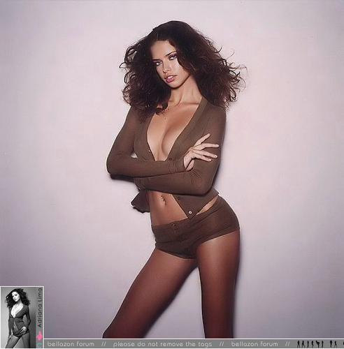 Adriana Lima karatasi la kupamba ukuta probably with skin called Adriana - Cosmopolitan France 2002