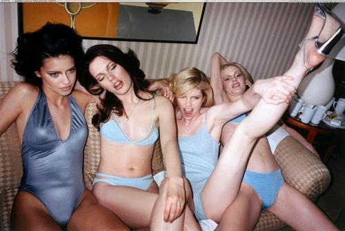 ऐड्रीयाना लीमा वॉलपेपर possibly containing skin called Adriana [Ellen von Unwerth - Pool Parade]