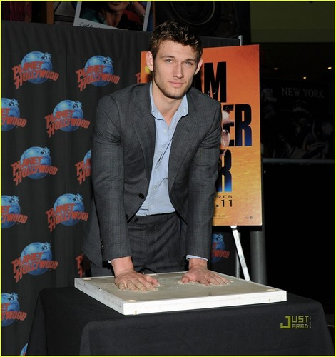 Alex Pettyfer: Planet Hollywood Handprint Ceremony!