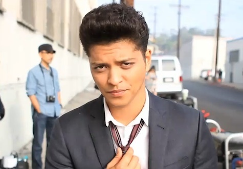 브루노 마스 바탕화면 containing a business suit, a suit, and a three piece suit called Bruno Mars