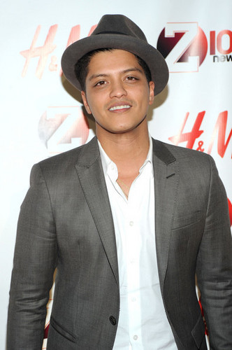 bruno mars wallpaper with a business suit, a suit, and a three piece suit entitled Bruno Mars