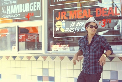 Bruno Mars wallpaper containing a diner titled Bruno