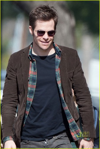 Chris Pine Heads to the Set - chris-pine Photo