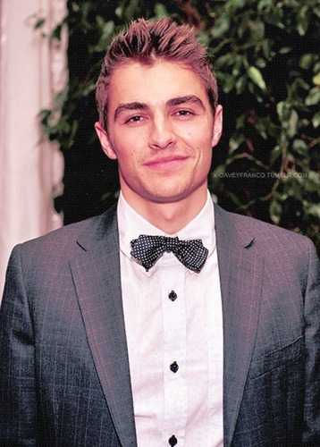 Dave Franco वॉलपेपर with a business suit and a suit called Dave Franco