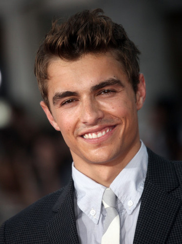 Dave Franco wallpaper containing a business suit and a suit entitled Dave Franco