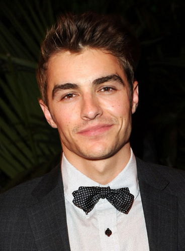 Dave Franco वॉलपेपर probably containing a business suit and a suit titled Dave Franco