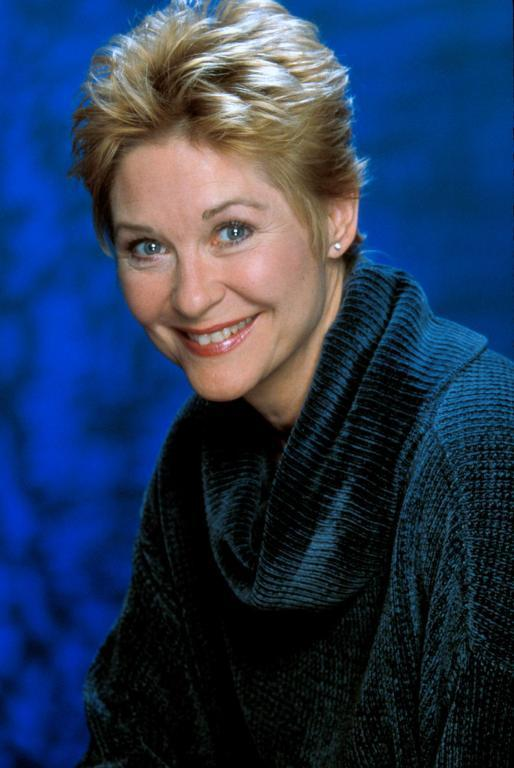 http://images4.fanpop.com/image/photos/19100000/Dee-in-ET-dee-wallace-fans-19190777-514-768.jpg