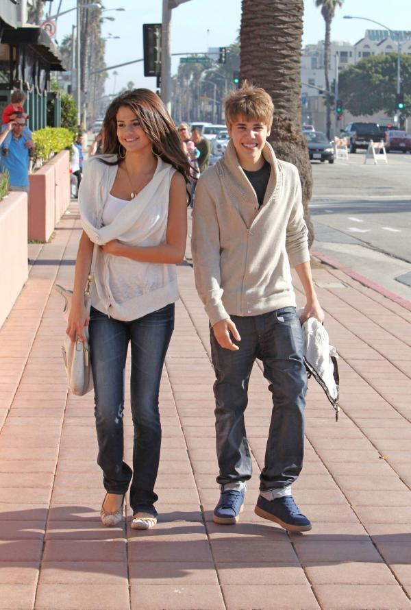 justin bieber and selena gomez break up march 2011. Using protectionselena gomez