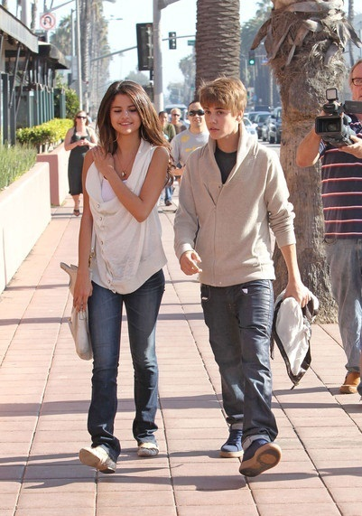 justin bieber and selena gomez new pics 2011. new justin bieber and selena