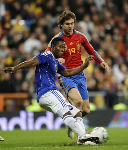 Fernando Llorente wallpaper possibly with a tight end, a forward, and a fullback titled Fernando Llorente - Spain 1-0 Colombia (friendly 9.02.2011)