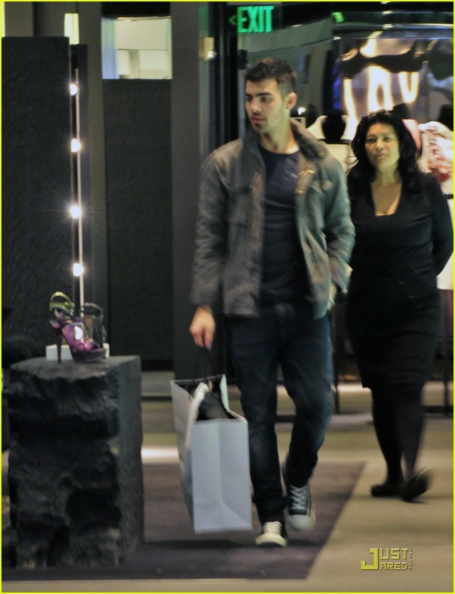Joe Jonas Feeds The Homeless