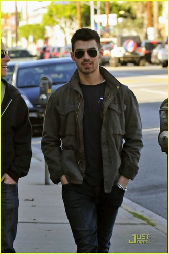 Joe Jonas Feeds The Homeless