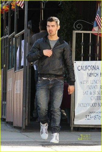 Joe Jonas & Johnny Wright: Convenience Store Stop