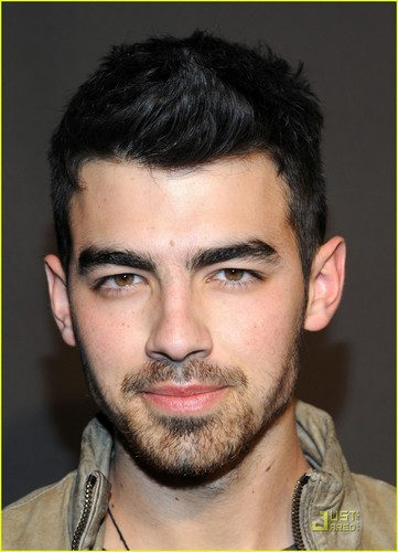 Joe Jonas Hintergrund with a portrait entitled Joe Jonas: Pre-Super Bowl Party Person!