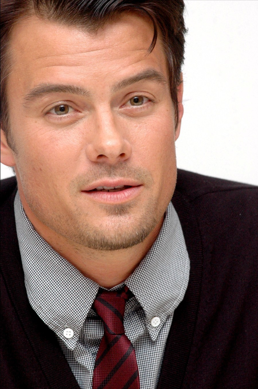http://images4.fanpop.com/image/photos/19100000/Josh-Duhamel-photo-HQ-josh-duhamel-19189489-900-1360.jpg