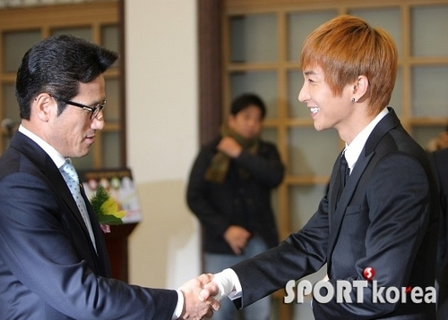 Leeteuk at 2010 Gaon Chart Awards