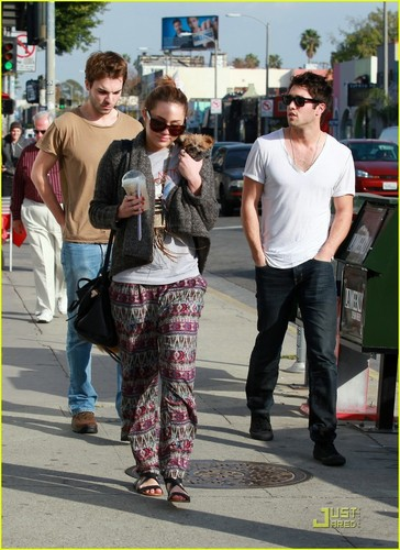 Miley Cyrus wallpaper with a street and a carriageway titled Miley out in LA