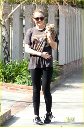 Miley with her new anak anjing, anjing