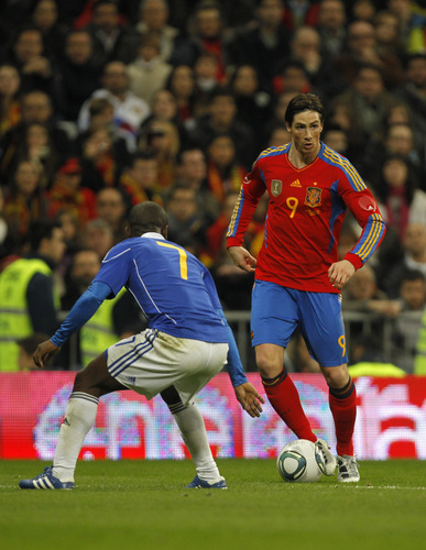 Fernando Torres 바탕화면 probably with a fullback, a 축구 player, and a running back called Nando - Spain(1) vs Colombia(0)