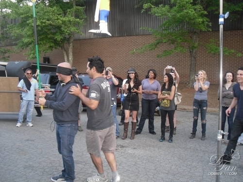 New/Old mga litrato of Candice and the TVD cast on set.