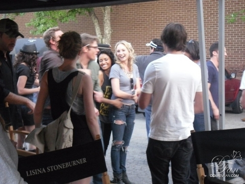 New/Old foto of Nina and the TVD cast on set.