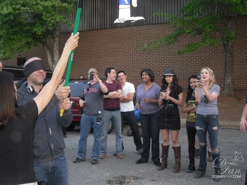 New/Old foto-foto of Nina and the TVD cast on set.