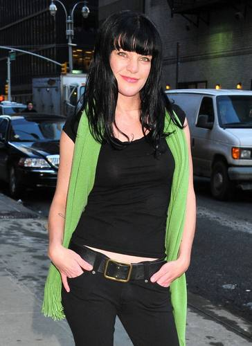 Pauley Perrette - Outside The late ipakita with David Letterman