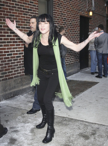 Pauley Perrette - Outside The late 显示 with David Letterman