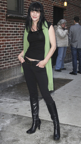 Pauley Perrette - Outside The late mostra with David Letterman