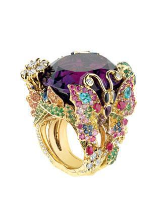 """Sussie """"Balck"""" Sapphire: jewelry (most of it satys in her purse)"""