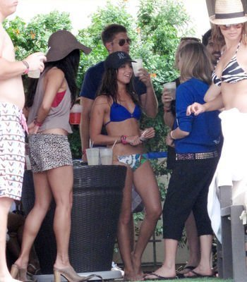 Zac Efron & Vanessa Hudgens wallpaper containing bare legs, hot pants, and a boater called Zanessa