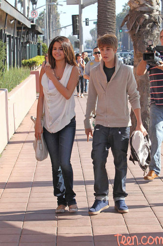 Justin Bieber and Selena Gomez wallpaper with a street called justin & selena