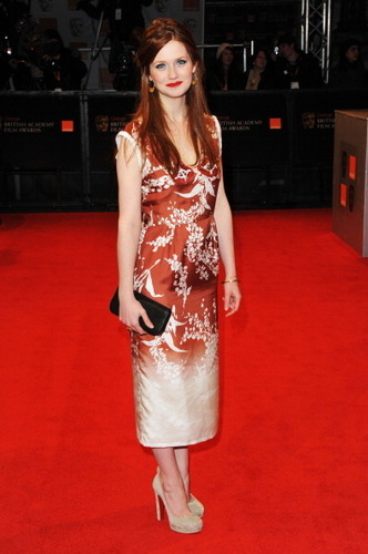 Bonnie Wright hình nền entitled BAFTA 2011