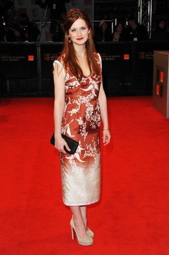 Bonnie Wright hình nền titled BAFTA 2011