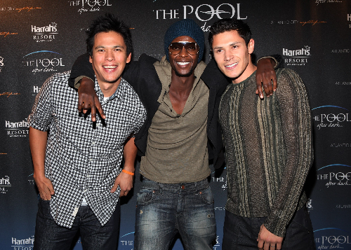 Alex Meraz, Chaske Spencer, and Edi Gathegi Visit the Pool at Harrah's Resort