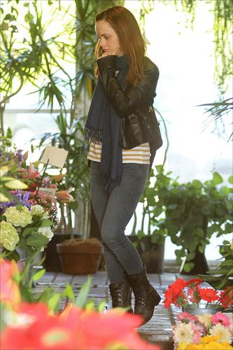 Christina out & about running errands in L.A. 12/24/10