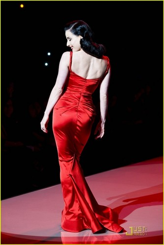 Dita Von Teese: Red Dress for the دل Truth Show!