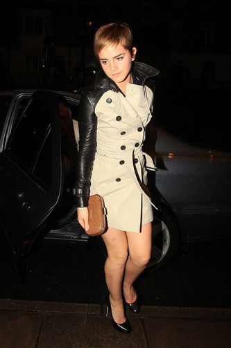 Emma out and about in Londres {11-2-11}