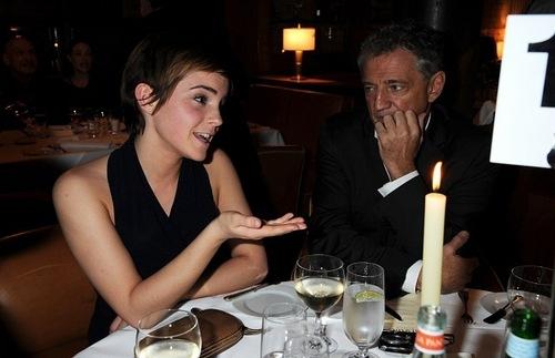 Emma Watson achtergrond titled Harvey Weinstein's Pre-BAFTA avondeten, diner