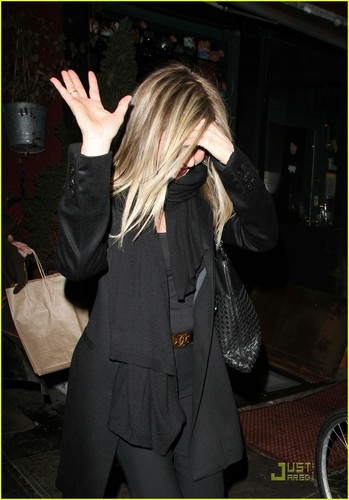 Jennifer Aniston: Spotted Pig Birthday Dinner!